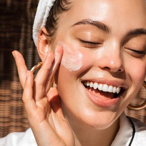 انواع کرم ضد آفتاب برای پوست چرب، گیاهی و ضد آفتاب مردانه